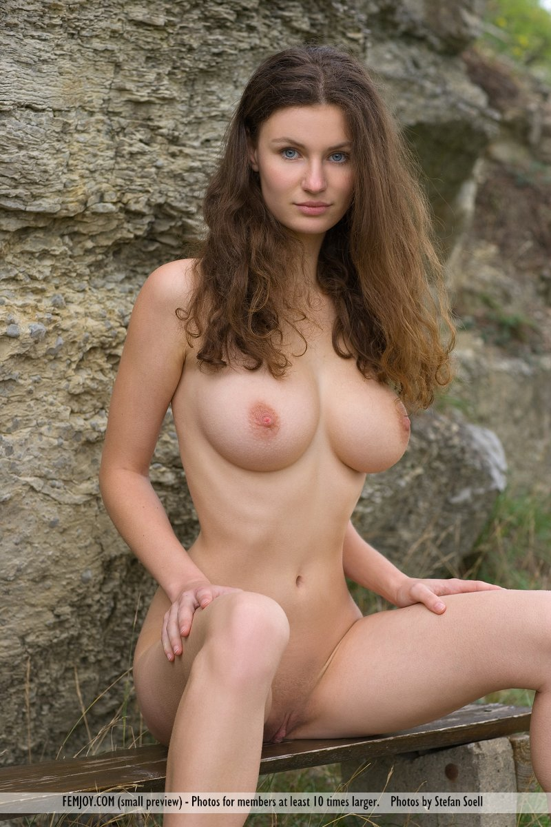 Makes woman nude forest babe