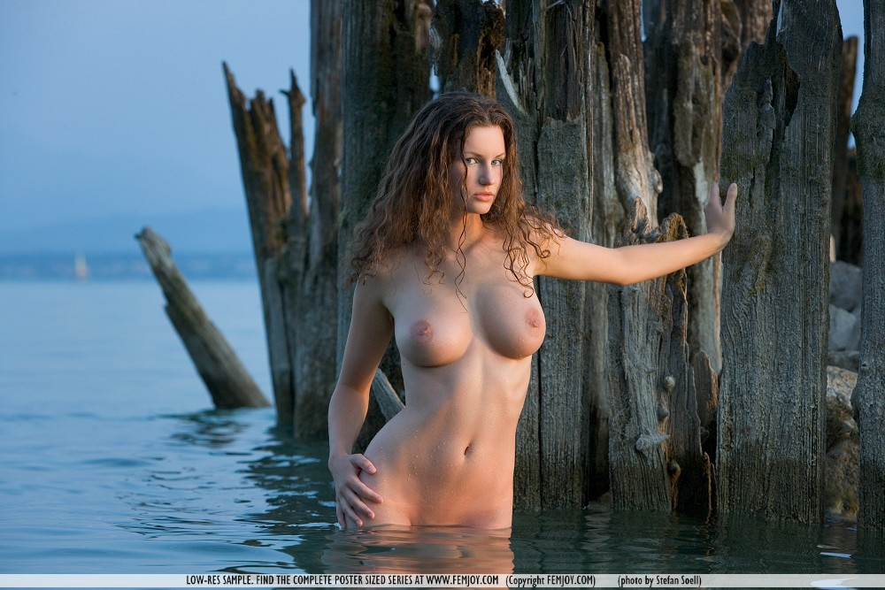 the women that played in waterworld nude