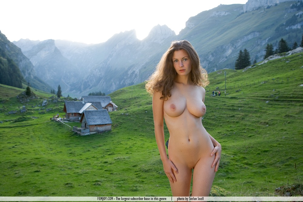 Have nude women on the mountain