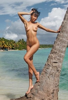 naked girl paradise picture