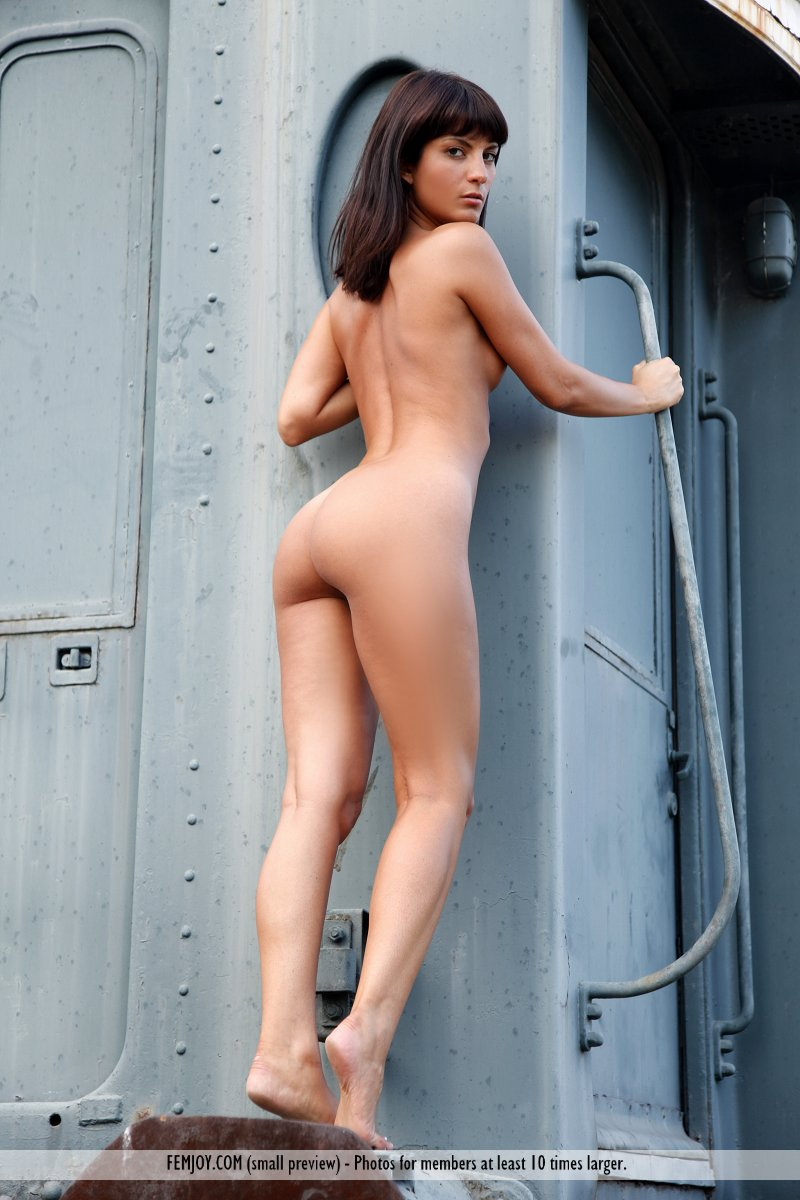 Come forum Girl naked on a train cannot