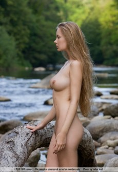 naked-model-creek-16