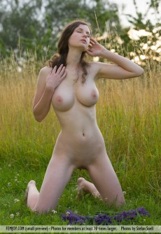 naked-woman-holding-flowers-07