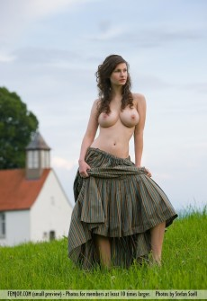 naked-woman-old-church-01