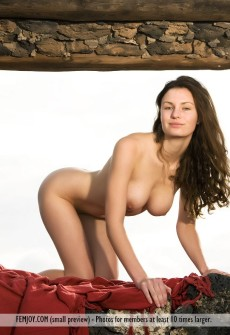 naked-woman-stone-building-09