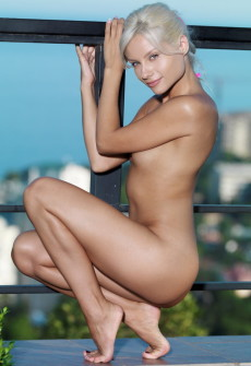 nude girl posing on roof