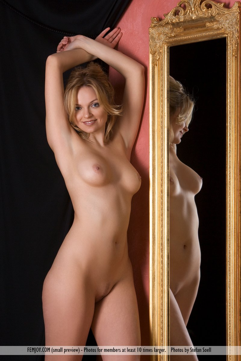 nude babes posing in mirror
