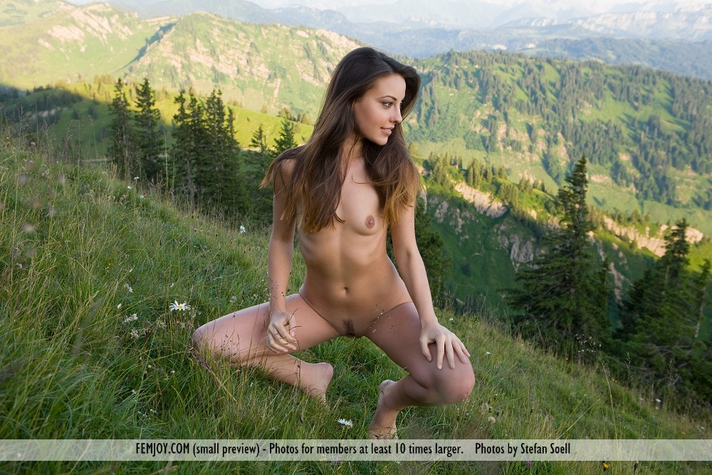 nude girls pn moumtains