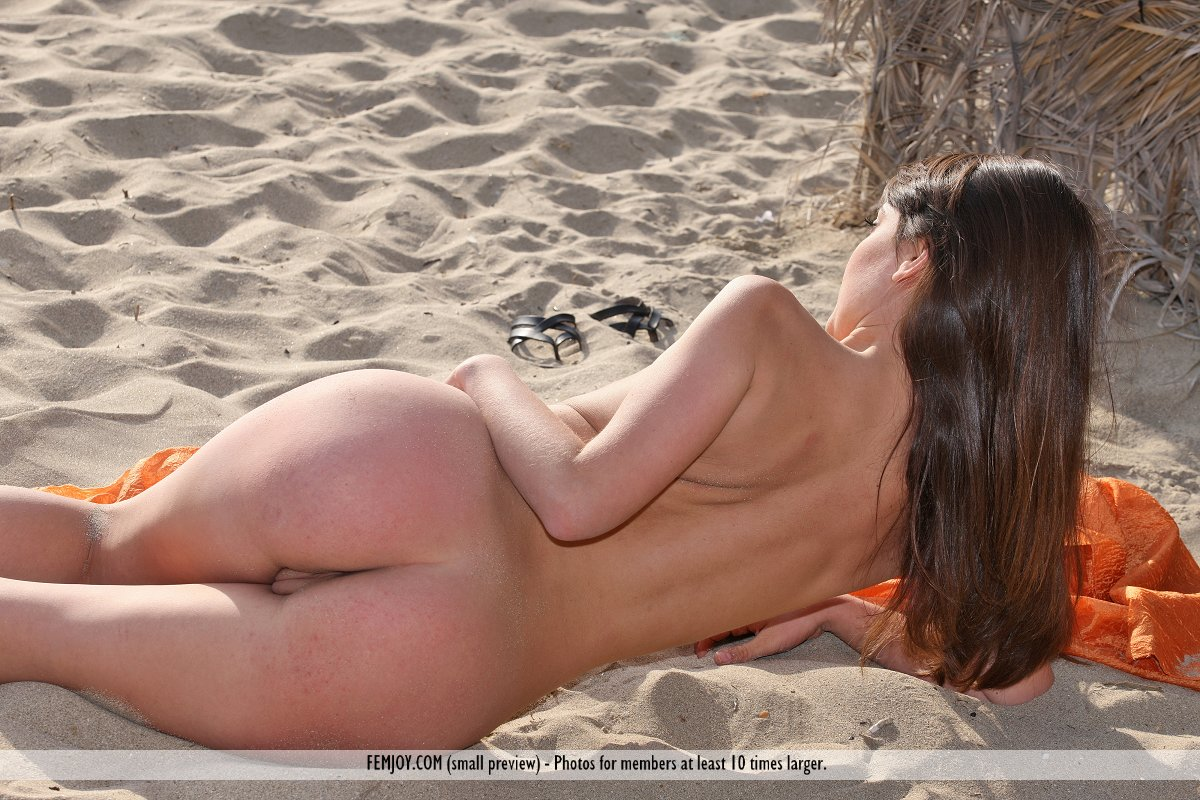 nude spanish girl photo