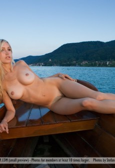 woman-naked-in-rowboat-15