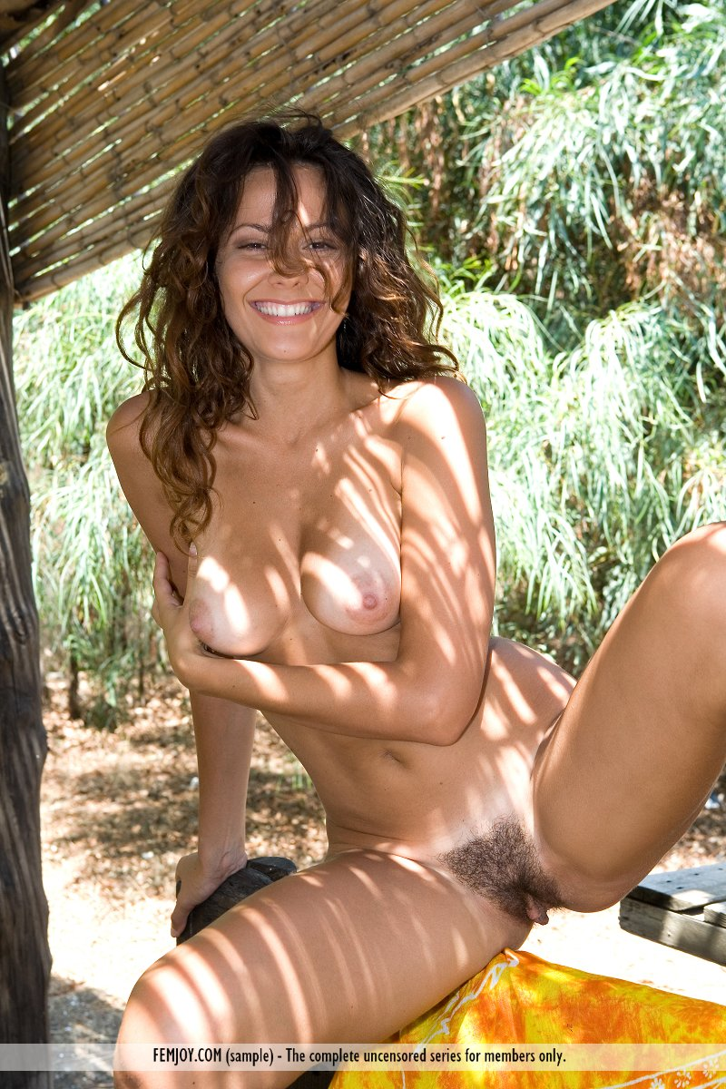 Nude italian woman photo has