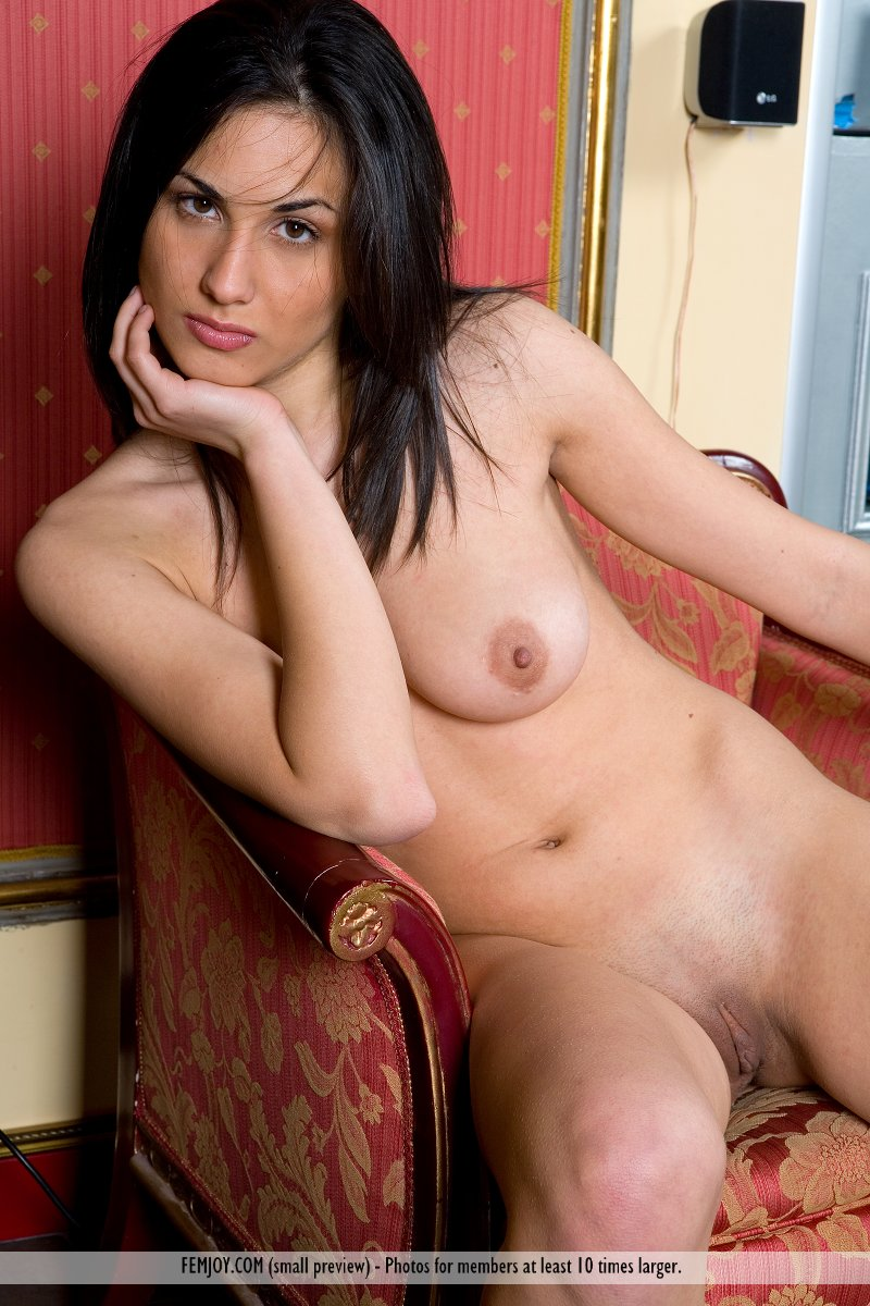 hot nude italian girl