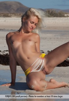 naked-woman-in-beach-water-07